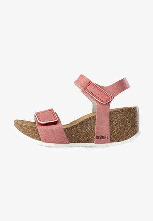 GIJON - Sandały na platformie - red