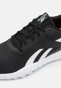 Reebok - FLEXAGON ENERGY TR 3.0 MT - Obuwie treningowe - core black/footwear white/neon mint - 5
