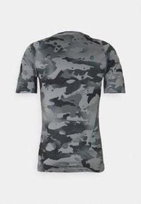 Nike Performance - SLIM CAMO - Print T-shirt - smoke grey/grey fog - 8