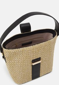 Forever New - IMOGEN BUCKET BAG - Sac à main - straw/black - 3