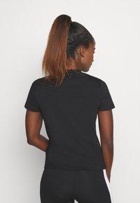 Champion - CREWNECK ROCHESTER - T-shirts med print - black - 2
