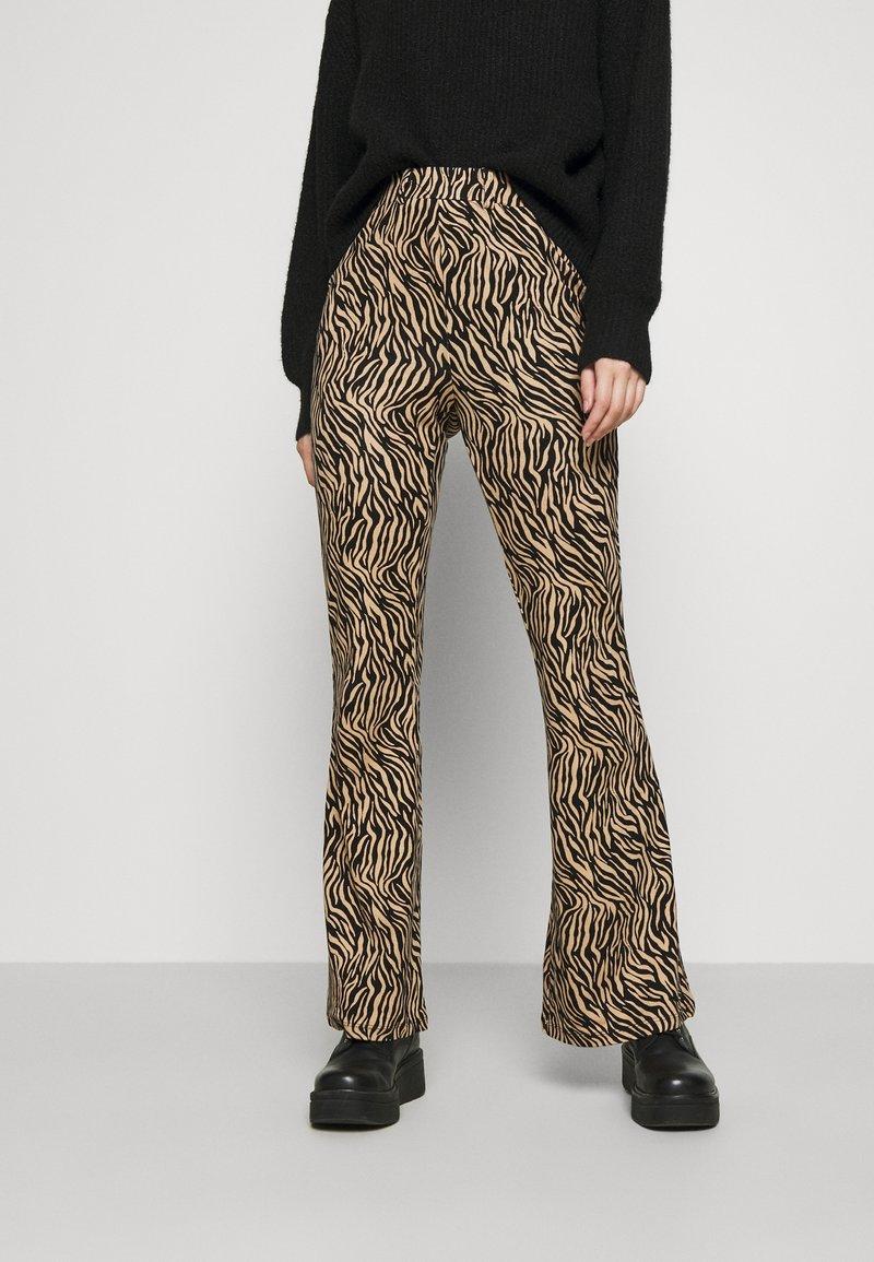 Vila - VIWINNER FLARED PANT - Leggings - brown/black