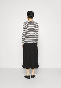 Selected Femme - SLFANNA CREW NECK TEE  - Long sleeved top - black/snow white stripes - 2