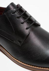 Base London - SCRIPT - Smart lace-ups - waxy black - 5