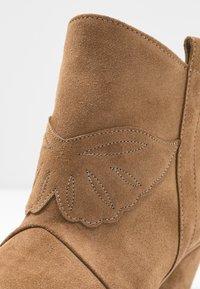 L37 - FEEL MY NEEDS - Cowboy/biker ankle boot - tan - 2