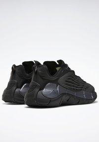Reebok Classic - ZIG KINETICA II UNISEX - Sneakersy niskie - black/grey - 3