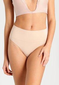 Spanx - THONG - Stahovací prádlo - soft nude - 0