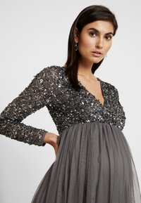 Maya Deluxe Maternity - LONG SLEEVE WRAP MIDI DRESS WITH DELICATE SEQUIN EMBELLISHMENT - Robe de soirée - charcoal - 4
