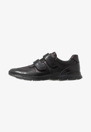 UN TYNAMO TURN - Zapatillas - black
