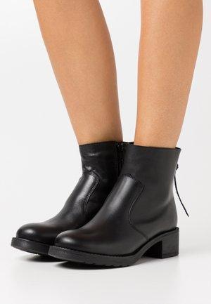 KELLY - Kotníkové boty - black
