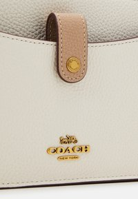Coach - COLORBLOCK - Wallet - chalk/taupe/multi - 5