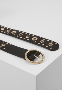 Pieces - PCVINNA JEANS BELT KEY - Pásek - black/gold-colored - 1