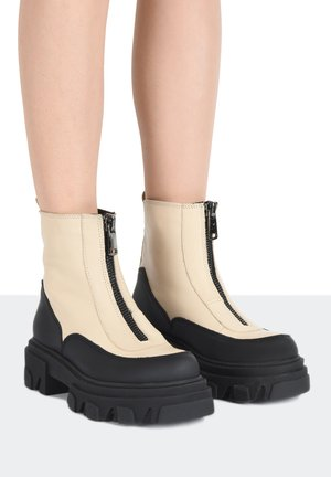 Platform ankle boots - off white owt