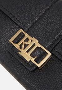 Lauren Ralph Lauren - CLASSIC PEBBLE SPENCER - Handbag - black - 6