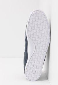 Lacoste - CHAYMON - Sneakersy niskie - navy/white - 4