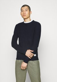 Jack & Jones - JCOSTRONGER CREW NECK - Maglione - navy blazer - 0