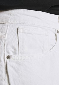 ONLY Carmakoma - CARELLY LIFE MOM - Relaxed fit jeans - white - 3