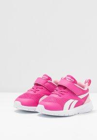 Reebok - RUSH RUNNER 3.0 - Obuwie do biegania treningowe - pink/light pink/white - 3