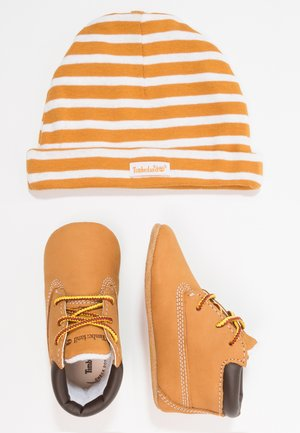Crib Bootie w/Hat - Patucos - wheat