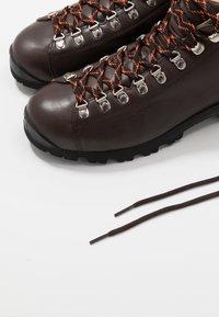Scarpa - PRIMITIVE UNISEX - Outdoorschoenen - brown - 5