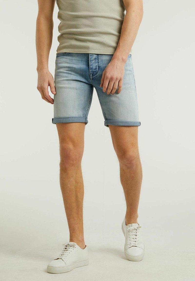 CHASIN' - Denim shorts - light blue
