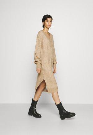 YASCALI DRESS - Jumper dress - cuban sand