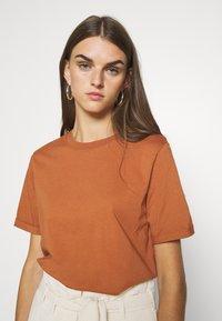 Pieces - Basic T-shirt - mocha bisque - 4