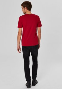Selected Homme - SHDTHEPERFECT - T-paita - red - 2