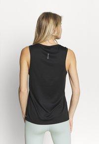 Puma - RUN FAVORITE TANK  - Sports shirt - black - 2