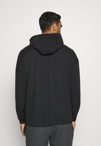 Nike Performance - LOOSE FIT - Mikina s kapucí - black/team orange - 2
