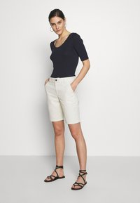 GAP - BERMUDA - Shorts - beige - 1