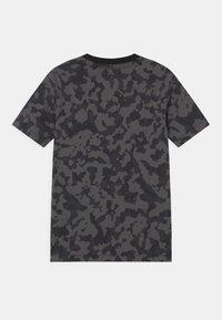 Nike Sportswear - FUTURA - T-shirt med print - iron grey - 1