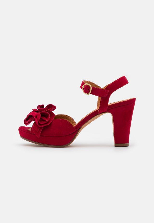 BRI EKUNE - Sandalen met plateauzool - rojo