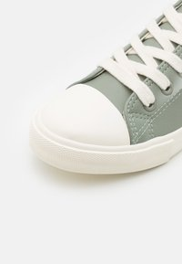 Cotton On - CLASSIC TRAINER UNISEX - Trainers - silver sage/ecru - 5