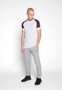 Gym King - CORE PLUS - T-shirt print - microchip/fig - 1