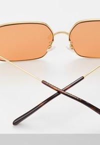 Stella McCartney - Sluneční brýle - gold/orange - 3