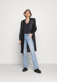 Weekday - VOYAGE - Jeans Straight Leg - verona blue - 1