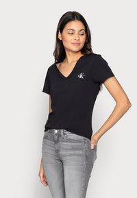 Calvin Klein Jeans - MONOGRAM SLIM V-NECK TEE - Basic T-shirt - black - 2