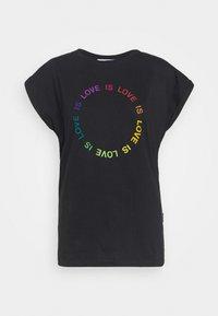 VISBY LOVE CIRCLE - Camiseta estampada - black