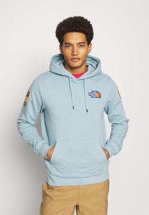 NOVELTY PATCH HOODIE - Bluza z kapturem - tourmaline blue