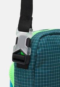 Nike Sportswear - HERITAGE UNISEX - Umhängetasche - laser blue/dark teal green/black - 4