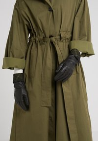 Barbour - LADY JANE GLOVE - Gloves - choc with green - 0