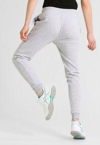 Lacoste Sport - LOESCHLISTE - WOMEN TENNIS TROUSERS - Pantalon de survêtement - silver chine - 2