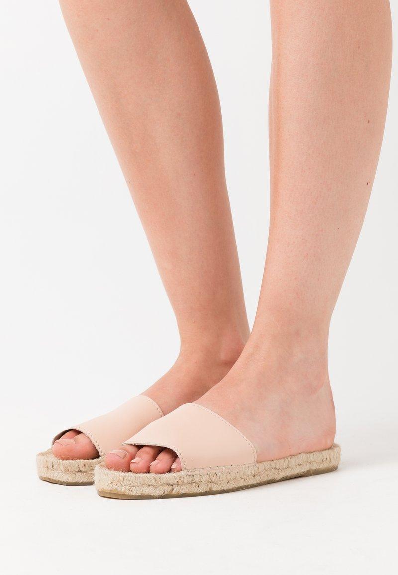JUTELAUNE - VEGAN CLASSIC FLATS - Mules - skin
