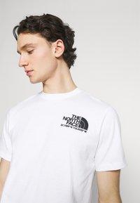 The North Face - COORDINATES TEE - Camiseta estampada - white - 3