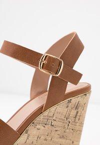 New Look Wide Fit - WIDE FIT POSSUM WEDGE - Højhælede sandaletter / Højhælede sandaler - tan - 2