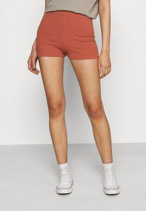 KLARA HOTPANTS - Shorts - chutney