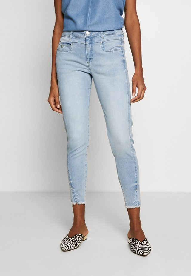 TESSA FIT - Vaqueros slim fit - light blue