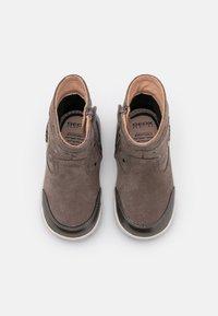 Geox - NEW FLICK GIRL - Kotníkové boty - beige - 3