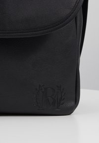 Burton Menswear London - MESSENGER - Taška spříčným popruhem - black - 3